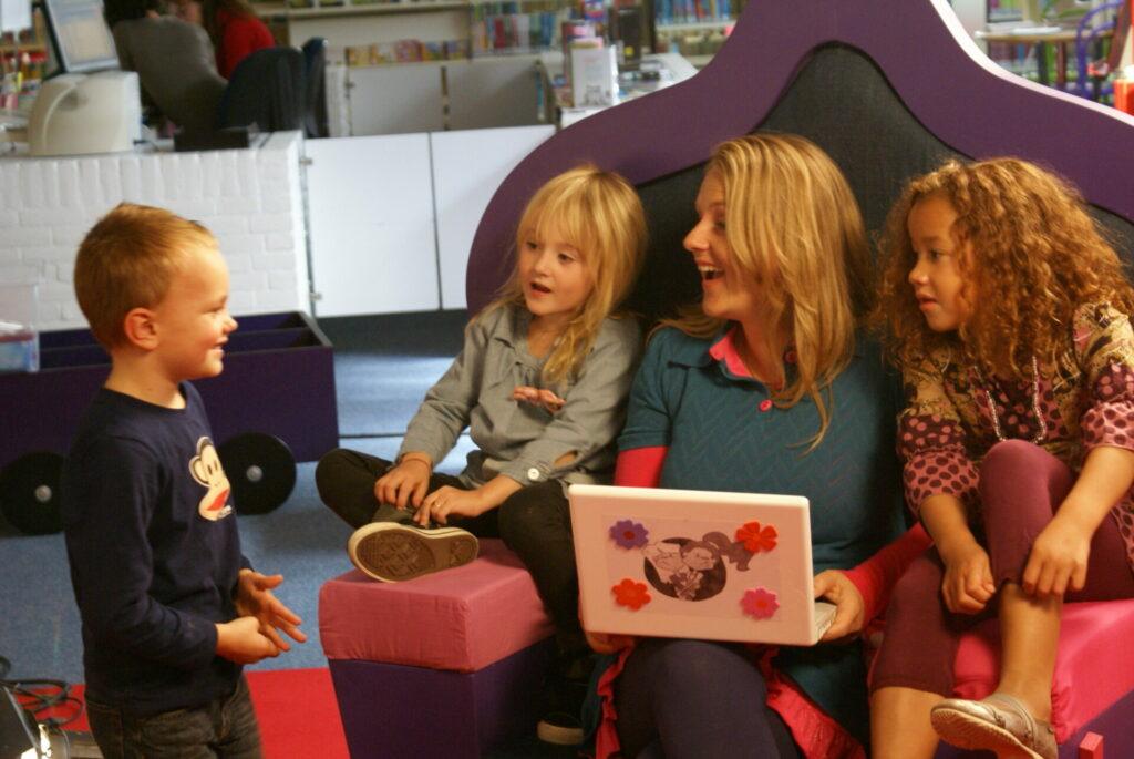 Mijn eigen boek-uitgeverij-nanda roep-met kinderen